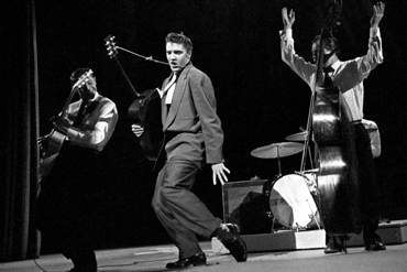 Elvis 1956 Dorsey Brothers stage