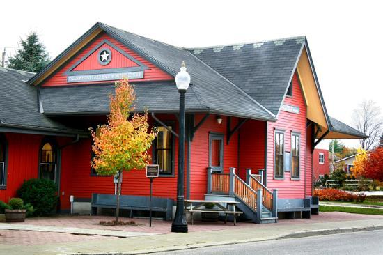 station-art-centre red
